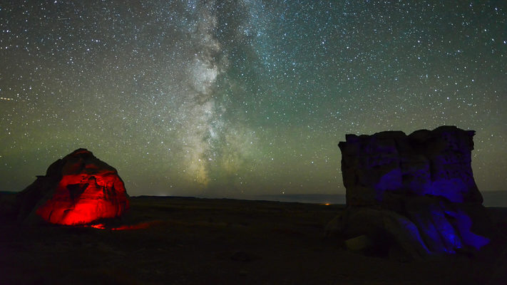 Montana - 4th of July at - Medicine Rocks - Milky Way Timelapse