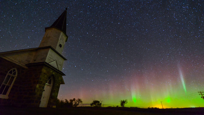North Dakota - Swedish Church and Aurora - Timelapse