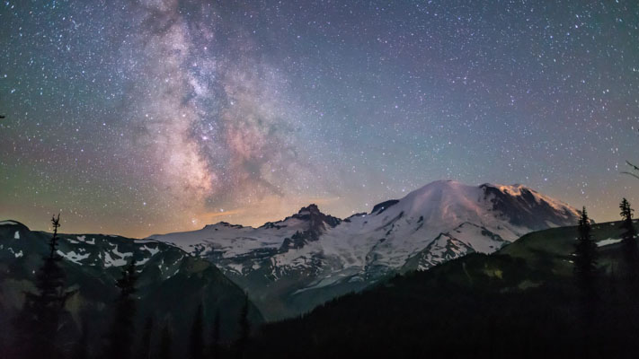 Washington - Rainier NP - The Stars and a Beautiful Mountain