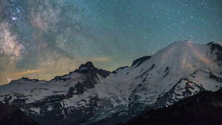Washington - Rainier NP - at Sunrise - Mountain View and the Milky Way - 50mm